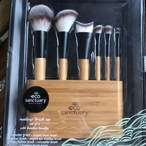 Makeup brushes w/bamboo stand